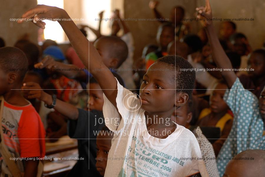 "Afrika Mali Schule des Dorf Sido | .Western Africa Mali - school in village Sido .| [ copyright (c) Joerg Boethling / agenda , Veroeffentlichung nur gegen Honorar und Belegexemplar an / publication only with royalties and copy to:  agenda PG   Rothestr. 66   Germany D-22765 Hamburg   ph. ++49 40 391 907 14   e-mail: boethling@agenda-fototext.de   www.agenda-fototext.de   Bank: Hamburger Sparkasse  BLZ 200 505 50  Kto. 1281 120 178   IBAN: DE96 2005 0550 1281 1201 78   BIC: ""HASPDEHH"" ,  WEITERE MOTIVE ZU DIESEM THEMA SIND VORHANDEN!! MORE PICTURES ON THIS SUBJECT AVAILABLE!!  ] [#0,26,121#]"