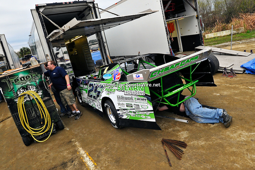 Feb 06, 2011; 5:19:45 PM; Gibsonton, FL., USA; The Lucas Oil Dirt Late Model Racing Series running The 35th annual Dart WinterNationals at East Bay Raceway Park.  Mandatory Credit: (thesportswire.net)