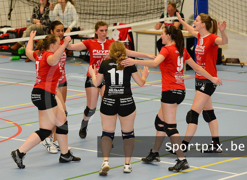 Volley Team Brugge : vreugde na een punt <br /> foto VDB / BART VANDENBROUCKE