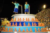 RIO DE JANEIRO, RJ, 19 DE FEVEREIRO 2012 - CARNAVAL 2012 - DESFILE PORTELA - Desfile da escola de samba Portela  no primeiro dia de desfiles das Escolas de Samba do Grupo Especial do Rio de Janeiro, no sambódromo da Marques de Sapucaí, no centro da cidade, neste domingo.  (FOTO: GLAICON EMRICH - BRAZIL PHOTO PRESS).