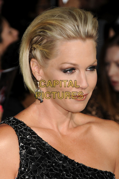"JENNIE GARTH.""Twilight: New Moon"" Los Angeles Premiere held at Mann's Village Theatre, Westwood, California, USA..November 16th, 2009.headshot portrait black one shoulder braid plait hair slicked back paillettes dangling earrings .CAP/ADM/BP.©Byron Purvis/AdMedia/Capital Pictures."