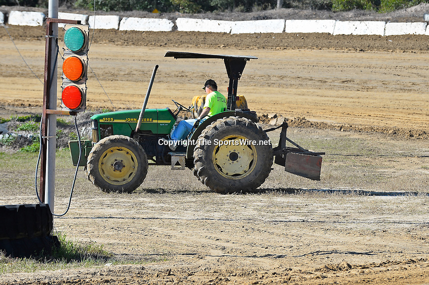Feb 09, 2014; 3:45:48 PM; Lake City, FL., USA; The UMP Nationals running a $5000-to-win UMP DIRTcar event at North Florida Speedway.  Mandatory Credit: (thesportswire.net)