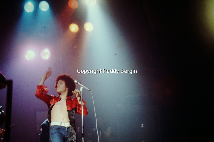 Leo Sayer performing at Worthing Town Hall in 1975.<br />