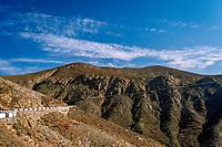 Spanien, Kanarische Inseln, Fuerteventura, eine Landstrasse fuehrt durch das Innere der Insel | Spain, Canary Island, Fuerteventura, rural road through interior