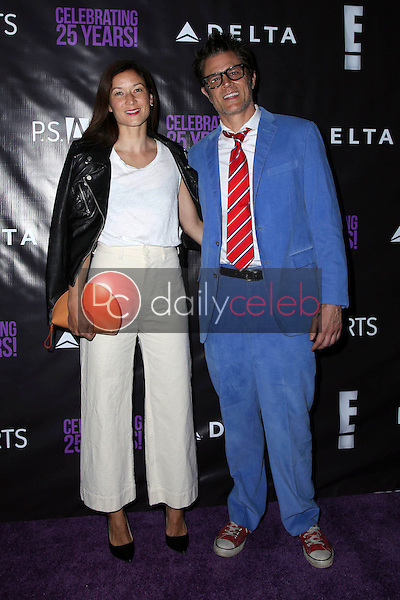 Johnny Knoxville, Naomi Nelson<br />