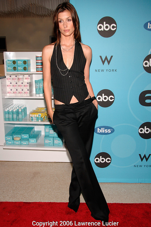 """Actress Bridget Moynahan arrives at the premiere of the series """"Six Degrees"""" September 19, 2006, at the W Hotel 49th Street in New York City. (Pictured : BRIDGET MOYNAHAN)."""