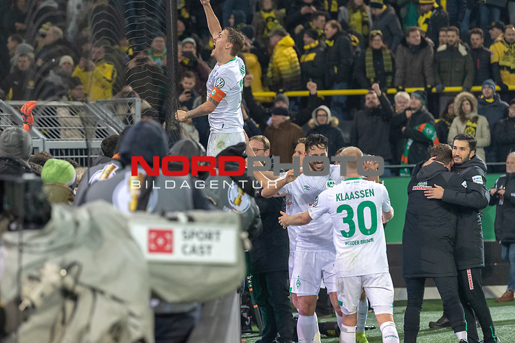 05.02.2019, Signal Iduna Park, Dortmund, GER, DFB-Pokal, Achtelfinale, Borussia Dortmund vs Werder Bremen<br /> <br /> DFB REGULATIONS PROHIBIT ANY USE OF PHOTOGRAPHS AS IMAGE SEQUENCES AND/OR QUASI-VIDEO.<br /> <br /> im Bild / picture shows<br /> <br />  Max Kruse (Werder Bremen #10) bei den Fans auf dem Zaun Davy Klaassen (Werder Bremen #30) <br /> Claudio Pizarro (Werder Bremen #04)<br /> <br /> Foto © nordphoto / Ewert