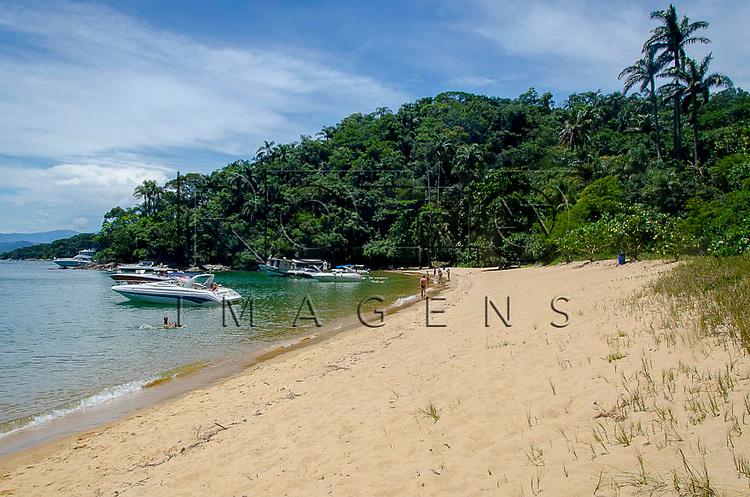 Praia Freguesia de Santana em Ilha Grande, Angra dos Reis - RJ, 01/2014.