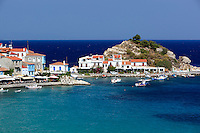 Greece, Aegean Islands, Southern Sporades, Island Samos: resort Kokkari, view over harbour | Griechenland, Aegaeis, Suedliche Sporaden, Insel Samos: Urlaubsort Kokkari mit kleinem Hafen