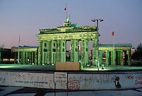 - the Berlin Wall and Brandenburg Gate ....- il Muro di Berlino e la Porta di Brandemburgo