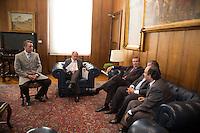 SAO PAULO, SP. 10 DE MAIO DE 2013. ANUNCIO AUTORIZACAO PARA DESTRUICAO DE CARROS APREENDIDOS. O juiz corregedor, Kleber de Aquino, O governador de São Paulo, Geraldo Alckmin, o presidente do Tribunal de Justiça, Ivan Sartori, o delegado geral da policia civil, Luiz Maurício Souza Blazeck.. e o secretario de segurança, Fernando Grella, durante anúncio de soluções para os carros apreendidos na capital paulista e que estão depositados nos patios. O governo paulista obteve autorização na Justiça para destruir mais de 45 mil carros apreendidos na capital. Os veículos serão compactados, transformados em sucata e vendidos para reciclagem.  FOTO ADRIANA SPACA/BRAZIL PHOTO PRESS