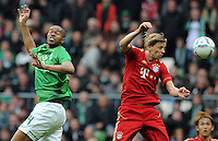FUSSBALL   1. BUNDESLIGA   SAISON 2011/2012   32. SPIELTAG SV Werder Bremen - FC Bayern Muenchen               21.04.2012 Naldo (SV Werder Bremen) gegen Anatoliy Tymoshchuk (re, FC Bayern Muenchen)