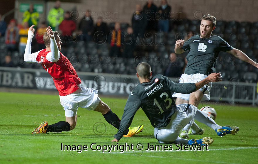 Dundee Utd's David Goodwillie scores their first goal.