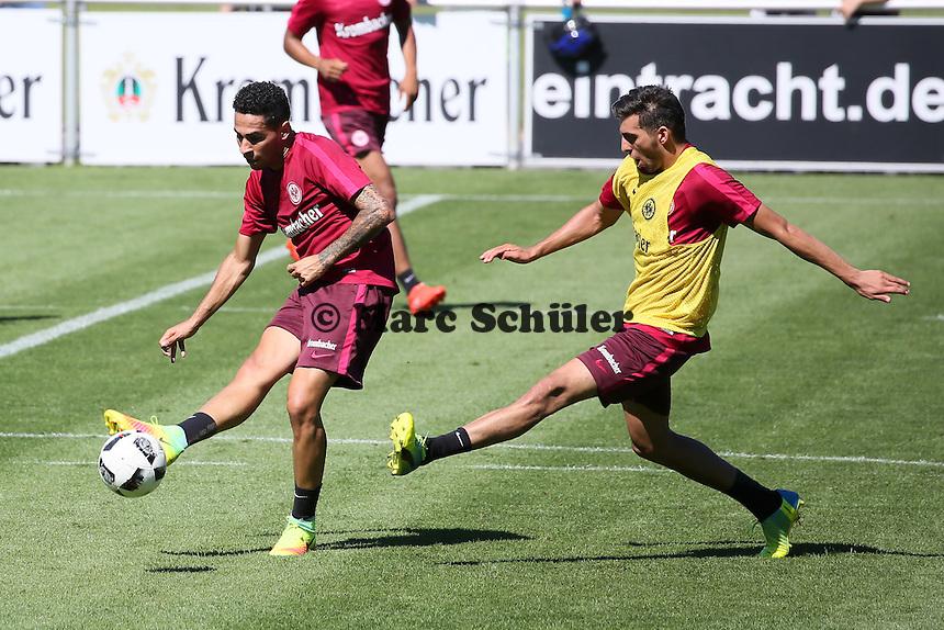 Omar Mascarell (Eintracht Frankfurt) gegen Furkan Zorba (Eintracht Frankfurt) - Eintracht Frankfurt Training, Commerzbank Arena