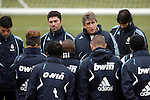 Madrid (25/02/10).-Entrenamiento del Real Madrid..Manuel Pellegrini...© Alex Cid-Fuentes/ ALFAQUI..Madrid (25/02/10).-Training session of Real Madrid c.f..Manuel Pellegrini...© Alex Cid-Fuentes/ ALFAQUI.