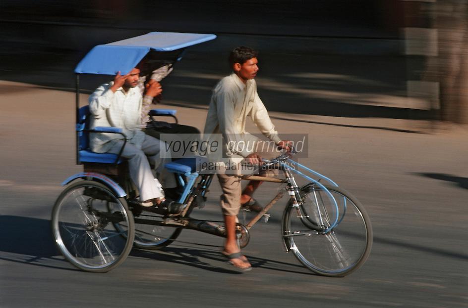 Asie/Inde/Rajasthan/Jaipur: Rickshaw prés porte Tripolia