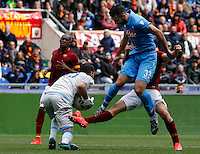 Calcio, Serie A: Roma vs Napoli. Roma, stadio Olimpico, 4 aprile 2015.<br /> Napoli's Raul Albiol, center, jumps past Roma's Juan Iturbe as Napoli's goalkeeper Mariano Andujar, left, grabs the ball during the Italian Serie A football match between Roma and Napoli at Rome's Olympic stadium, 4 April 2015.<br /> UPDATE IMAGES PRESS/Riccardo De Luca