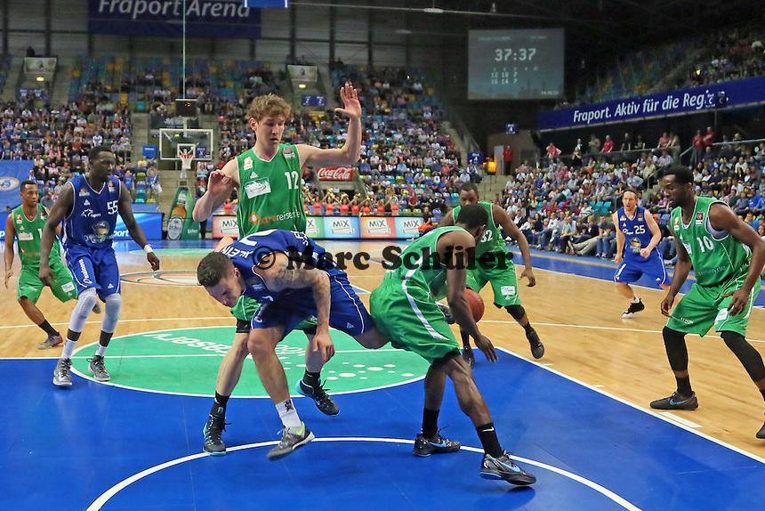 KOnstantin Klein (Skyliners) verliert den Ball - Fraport Skyliners vs. TBB Trier, Fraport Arena Frankfurt
