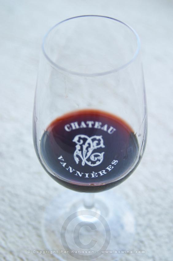 Glass of red wine with the text Chateau Vannieres against a white background Chateau Vannieres (Vannières) La Cadiere (Cadière) d'Azur Bandol Var Cote d'Azur France