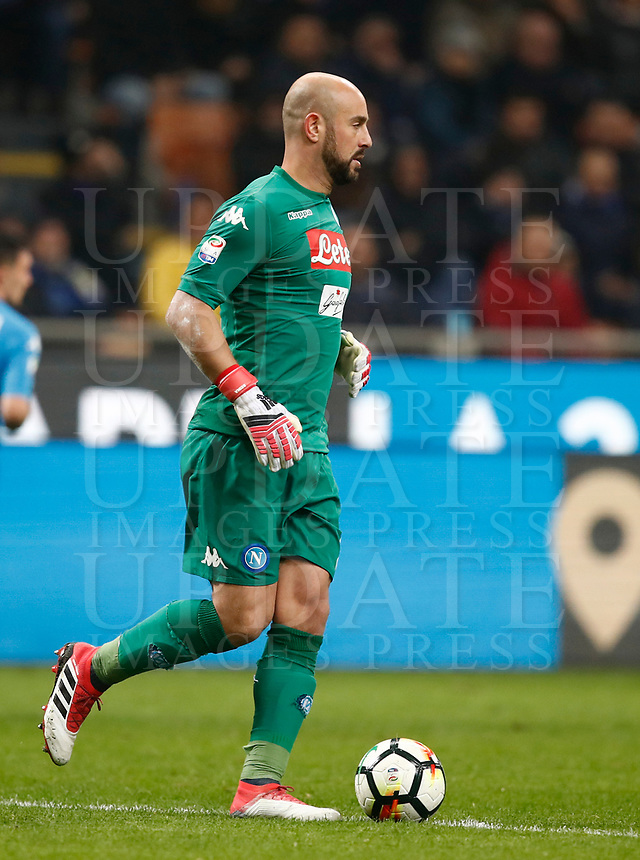 Calcio, Serie A: Inter - Napoli, Milano, stadio Giuseppe Meazza (San Siro), 11 marzo 2018.<br /> Napoli's goalkeeper Josè Manuel Reina in action during the Italian Serie A football match between Inter Milan and Napoli at Giuseppe Meazza (San Siro) stadium, March 11, 2018.<br /> UPDATE IMAGES PRESS/Isabella Bonotto