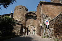 Porta Franceta.Sutri (VITERBO) è un comune di circa seimila abitanti sulla via Cassia.Fa parte dell'Associazione dei Comuni Italiani sulla Via Francigena,come passaggio per i pellegrini diretti a Roma da nord.Sutri (Viterbo) is a town of about six thousand inhabitants..He is a member of the Association of Italian Municipalities on the Via Francigena, as a passage for pilgrims to  North Rome.....