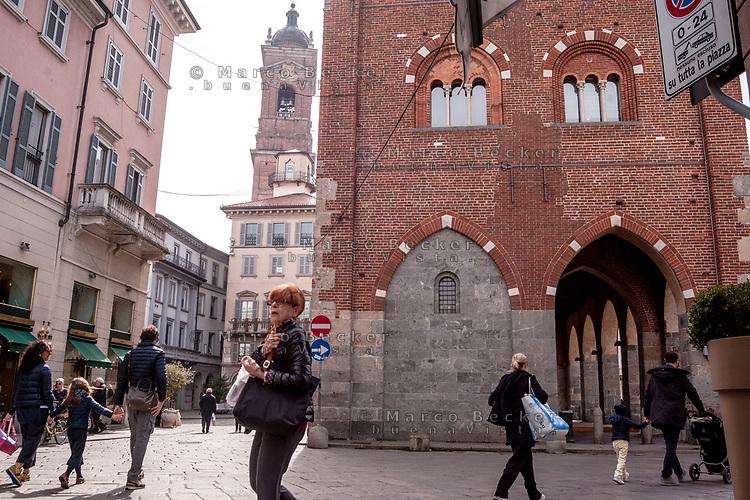 Monza. Arengario e campanile del Duomo --- Monza. The Arengario and Duomo bell tower