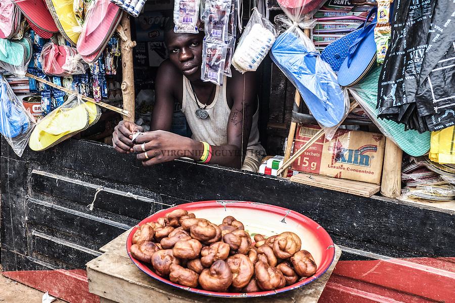 CAR, Bangui: A young man has a very small grocery shop inside the Mpoko camp. As there isn't any means and work, IDP's has started to build their own commerces inside the camp. 17th April 2016.<br /> RCA, Bangui : Un jeune homme a une tr&egrave;s petite &eacute;picerie &agrave; l'int&eacute;rieur du camp Mpoko . Comme il n'y a pas de moyens et de travail , les d&eacute;plac&eacute;s internes ont commenc&eacute; &agrave; construire leurs propres commerces &agrave; l'int&eacute;rieur du camp. 17 avril 2016