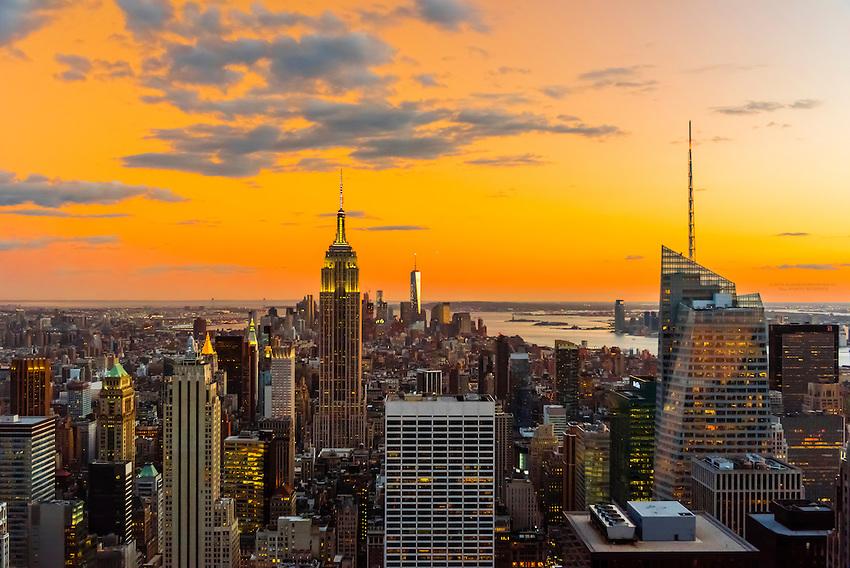 Midtown Manhattan Skyline at twilight (looking south), New York, New York USA.