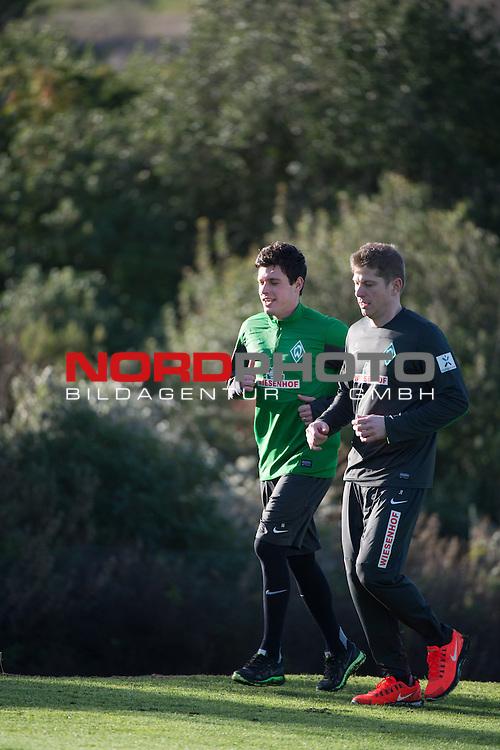 Trainingsgel&auml;nde, Jerez, ESP, 1.FBL, Trainingslager Werder Bremen 2014,  08.01.2014, <br /> <br /> Zlatko Junuzovic (Bremen #16) im Aufbautraining moit J&uuml;rgen T&ouml;lle / Juergen Toelle (Physiotherapeut Werder Bremen)<br /> <br /> Foto &copy; nordphoto/ Kokenge
