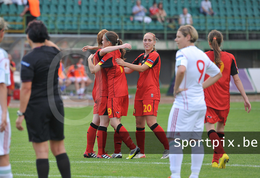 Hungary - Hongarije : UEFA Women's Euro Qualifying group stage (Group 3) - 20/06/2012 - 17:00 - szombathely  - : Hungary ( Hongarije ) - BELGIUM ( Belgie) : Anaelle Wiard scoort de 1-3 voor Belgie en viert met Lien Mermans en Janice Cayman.foto DAVID CATRY / JOKE VUYLSTEKE / Vrouwenteam.be.