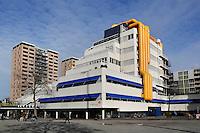 Nederland Rotterdam 2015. Bibliotheek Rotterdam bij Blaak. Het gebouw uit de jaren 80 is een ontwerp van architectenbureau van den Broek en Bakema.  Foto Berlinda van Dam / Hollandse Hoogte