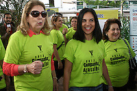 SAO PAULO - SP - 08 DE JUNHO DE 2013 - CAMPANHA AGASALHO, 2ª Caminhada da Solidariedade da ACM São Paulo em prol da Campanha do Agasalho, aconteceu neste sábado (8) na Praça dos Omaguás - Pinheiros - zona oeste de São Paulo e percorreu as ruas da região coletando doações com a presença da primeira-dama de São Paulo, Lu Alckmin.  Sra. Maria José Volpe Arouca - Presidente da ACM/YMCA-SP(e), Sra. Lu Alckmin (c) e Sr. Marisia Donatelli - Secr. Geral SCM/YMCA-SP (d). FOTO: MAURICIO CAMARGO / BRAZIL PHOTO PRESS.