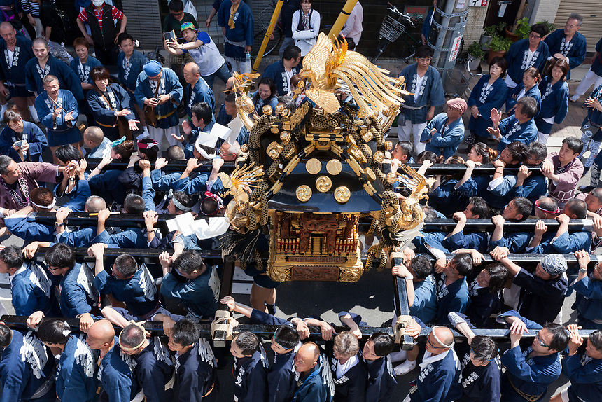 A mikoshi is seen from above as it is carried through the streets during the Sanja matsuri, Asakusa, Tokyo, Japan. Sunday May 21st 2017. The Sanja matsuri (Three shrines festival) is one of the biggest Shinto festivals in Japan. It takes place for 3 days around the third weekend of May and features over 100 large and small mikoshi, or portable shrines, which are paraded around the streets of the historic Asakusa district in Tokyo. to bring blessings and good luck on the inhabitants. The events attracts up to 2 million visitors each year.