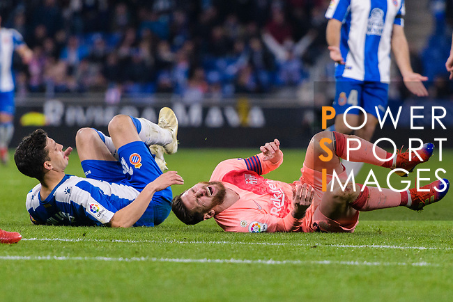 Lionel Messi of FC Barcelona (L) lies injured during the La Liga 2018-19 match between RDC Espanyol and FC Barcelona at Camp Nou on 08 December 2018 in Barcelona, Spain. Photo by Vicens Gimenez / Power Sport Images