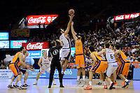 Salto inicial Dubljevic vs Triguero<br /> Liga Endesa ACB - 2014/15<br /> J6<br /> Valencia Basket vs Rio Natura Monbus Obradoiro