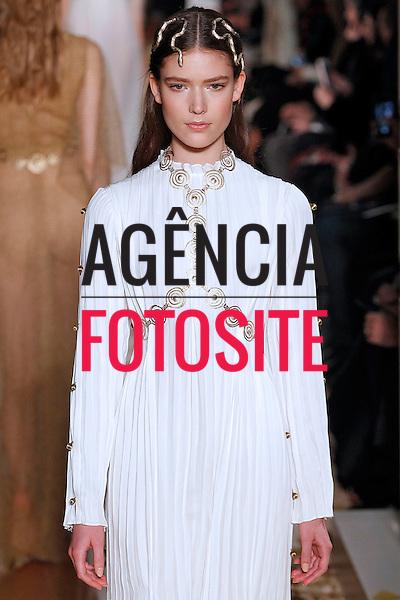 Valentino<br /> <br /> Alta Costura - Paris - Ver&atilde;o 2016<br /> <br /> <br /> foto: FOTOSITE