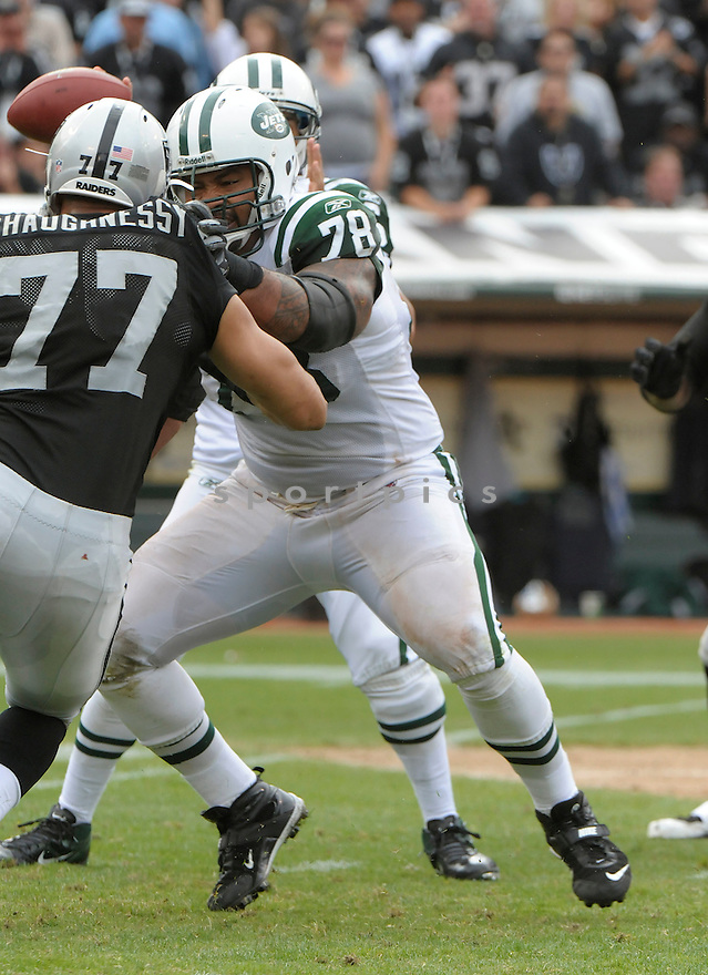 WAYNE HUNTER, of the New York Jets, in action during the Jets game against the Oakland Raiders on September 25, 2011at O.co Stadium in Oakland, CA. The Raiders beat the Jets 34-24.