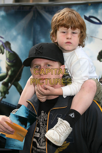 "MICHAEL RAPAPORT & son MACEO.""TMNT"" (aka. ""Teenage Mutant Ninja Turtles"") Los Angeles Premiere at Grauman's Chinese Theatre, Hollywood, California, USA, 17 March 2007..half full length on shoulders.CAP/ADM/BP.©Byron Purvis/AdMedia/Capital Pictures."