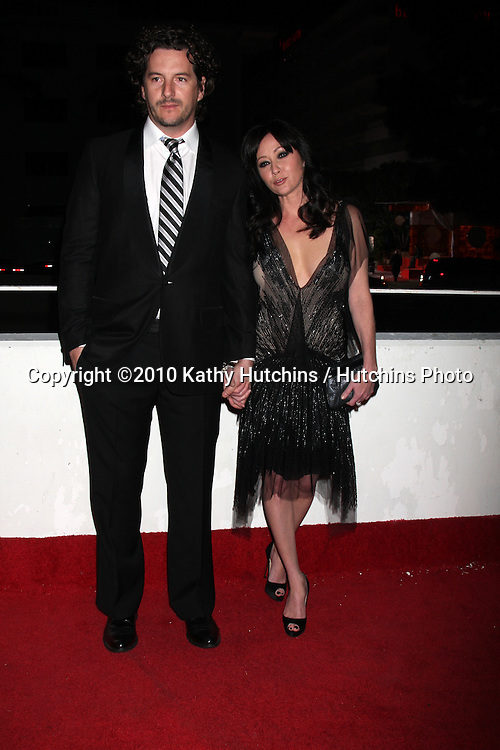Shannen Doherty & Guest.arriving at the 3rd Annual Art of Elysium Gala.Rooftop of Parking Garage across from Beverly Hilton Hotel.Beverly Hills, CA.January 16, 2010.©2010 Kathy Hutchins / Hutchins Photo....