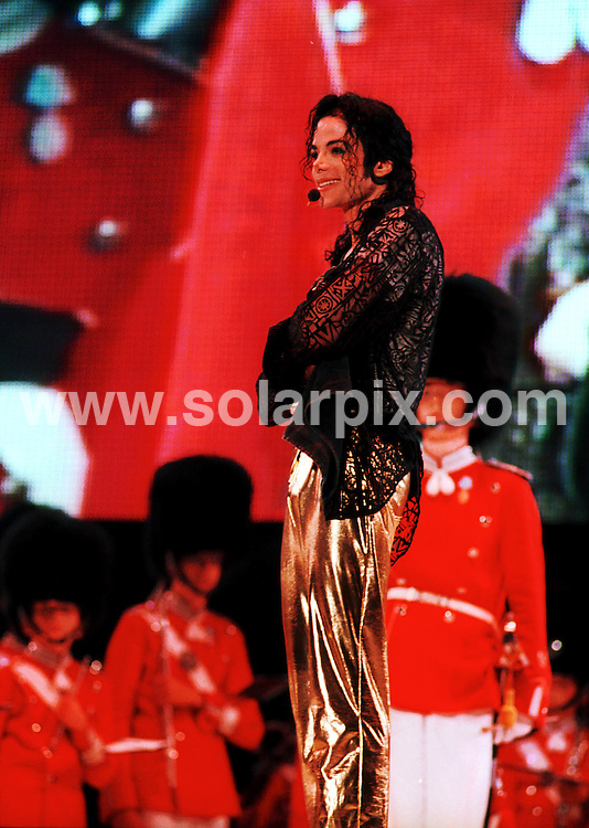 **ALL ROUND PICTURES FROM SOLARPIX.COM**.**SYNDICATION RIGHTS FOR UK AND SPAIN ONLY**.Michael Jackson in Copenhagen on his 39th birthday - he received a big birthday cake in Tivoli at his concert - ..JOB REF: 9351       CPR/Hildebrand Date 29.08.1990.**MUST CREDIT SOLARPIX.COM OR DOUBLE FEE WILL BE CHARGED**.**ONLINE USAGE FEE GBP 50.00 PER PICTURE - NOTIFICATION OF USAGE TO PHOTO @ SOLARPIX.COM**.**CALL SOLARPIX : +34 952 811 768 or LOW RATE FROM UK 0844 617 7637**