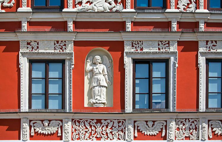 ozdobiona płaskorzeźbami kamienica Pod Aniołem (Pod Lwami lub Bartoszewiczów). Zamość