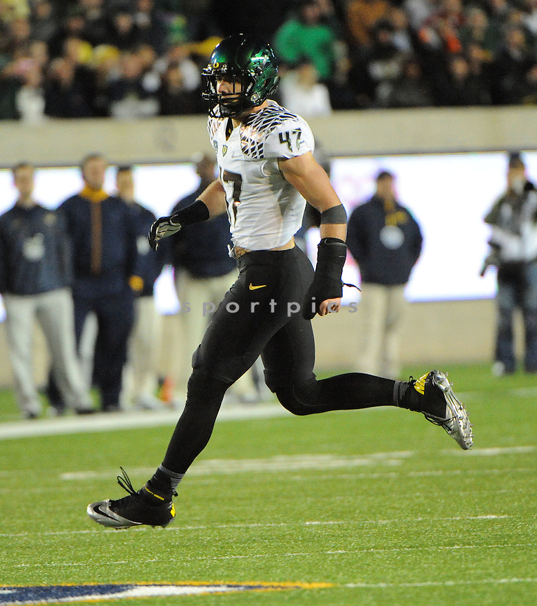 Oregon Ducks Kiko Alonso (47) in action during a game against Cal on November 10, 2012 at Memorial Stadium in Berkeley, CA.  Oregon beat Cal 59-17.