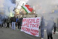 """Milano, giornata di protesta nazionale indetta dal """"Movimento dei Forconi""""; manifestazione non autorizzata alla sede della Regione Lombardia"""