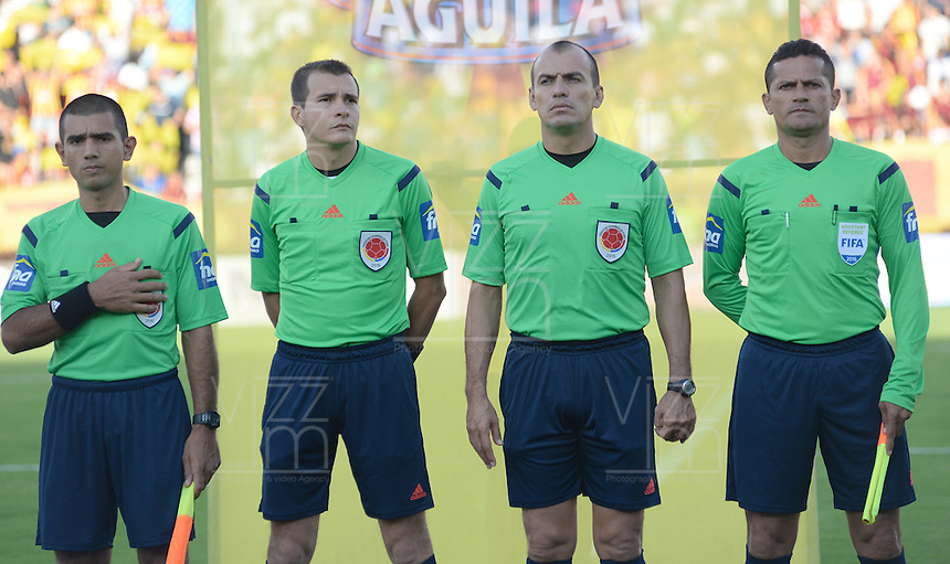 IBAGUE -COLOMBIA, 24-07-2016. Luis Trujillo referee central .Acción de juego entre el Tolima y el Once Caldas durante encuentro  por la fecha 5 de la Liga Aguila II 2016 disputado en el estadio Murillo Toro./ Luis Trujillo cntral Referee .Actions game between Tolima and Once Caldas  during match for the date 5 of the Aguila League II 2016 played at Murilo Toro stadium . Photo:VizzorImage / Juan Carlos Escobar  / Contribuidor