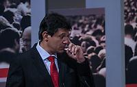 ATENCAO EDITOR FOTO EMBARGADA PARA VEICULO INTERNACIONAL - SAO PAULO, SP , 24 DE SETEMBRO 2012 - DEBATE TV GAZETA - O candidato a prefeitura Fernando Haddad (PT) durante debate do primeiro turno da tv Gazeta na noite desta segunda-feira, 24 na sede da tv na avenida Paulista. FOTO: VANESSA CARVALHO / BRAZIL PHOTO PRESS.
