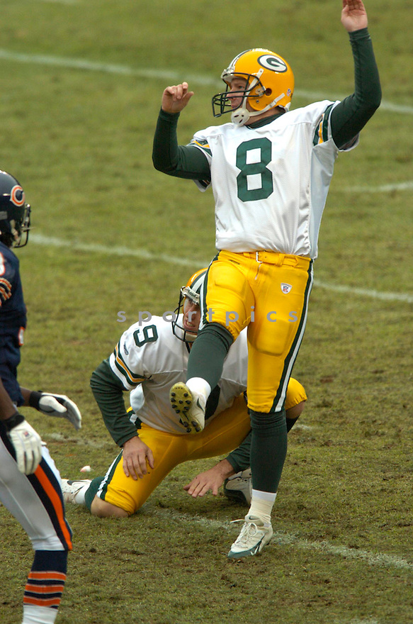 Ryan Longwell, of the Green Bay Packers in game action against the  Chicago Bears on 1/2/05.Packers win 14-31..David Durochik / SportPics