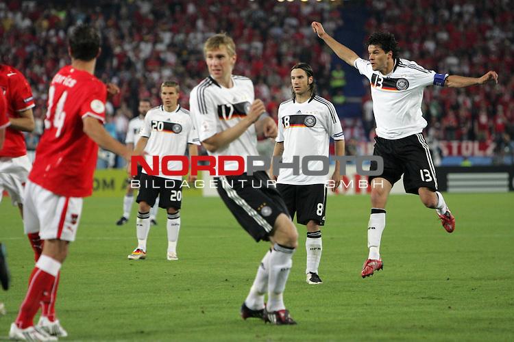 UEFA Euro 2008 Group B Match 20 Wien - Ernst-Happel-Stadion. &Ouml;sterreich ( AUT ) - Deutschland ( GER ) 0:1 (0:0). <br /> Torsch&uuml;tze Michael Ballack ( Germany / Mittelfeldspieler / Midfielder / Chelsea London #13 ) (r) bei seinem Freisto&szlig;tor zum 1:0.<br /> Foto &copy; nph (  nordphoto  )