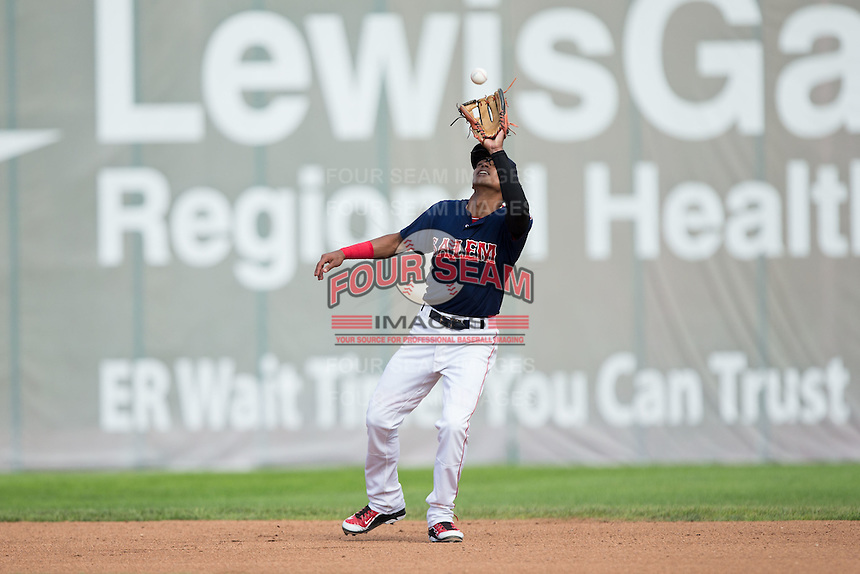 Salem Red Sox shortstop Deiner Lopez (5) settles under a fly ball during the game against the Lynchburg Hillcats at LewisGale Field at Salem Memorial Baseball Stadium on August 7, 2016 in Salem, Virginia.  The Red Sox defeated the Hillcats 11-2.  (Brian Westerholt/Four Seam Images)
