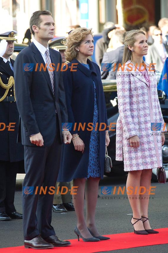MADRID (12/10/2010).- Princess Letizia, Prince Felipe, Princess Elena, Princess Cristina and Inaki Urdangarin, King Juan Carlos and Queen Sofia attend the military parade at Spain`s National Day in Madrid. Pictured ...Photo: Cesar Cebolla / ALFAQUI / Insidefoto
