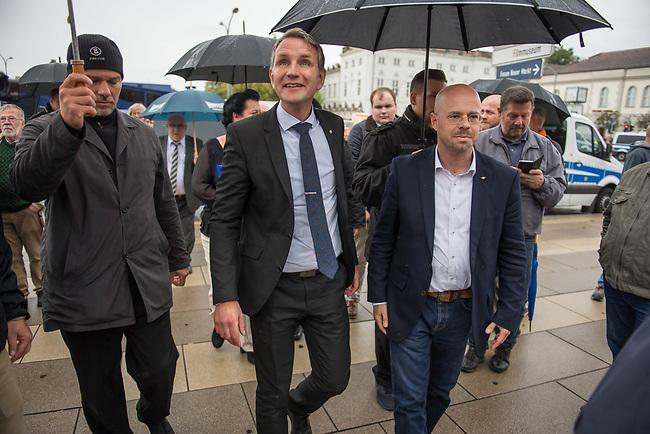 AfD-Kundgebung in Potsdam.<br /> Ca. 70 AfD-Anhaenger kamen am Samstag den 9. September 2017 zu einer Wahlveranstaltung der rechtsnationalistischen &quot;Alternative fuer Deutschland&quot;, AfD. Unter den Teilnehmern waren u.a. Neonazis die &quot;Patrioten Cottbus&quot; oder die sog. &quot;Schwarze Sonne&quot;, ein Zeichen der SS auf ihren Jacken trugen. Offiziell hatte die AfD die Kundgebung als Gruendung einer rechten Gewerkschaft namens &quot;Alternativer Arbeitnehmerverband Mitteldeutschland&quot; (Alarm) in Brandenburg deklariert.<br /> 500 Menschen protestierten friedlich gegen die Veranstaltung.<br /> Im Bild: Bjoern Hoecke, AfD-Fraktionsvorsitzender im Thueringer Landtag und Andreas Kalbitz, Landesvorsitzender der AfD-Brandenburg.<br /> 9.9.2017, Potsdam<br /> Copyright: Christian-Ditsch.de<br /> [Inhaltsveraendernde Manipulation des Fotos nur nach ausdruecklicher Genehmigung des Fotografen. Vereinbarungen ueber Abtretung von Persoenlichkeitsrechten/Model Release der abgebildeten Person/Personen liegen nicht vor. NO MODEL RELEASE! Nur fuer Redaktionelle Zwecke. Don't publish without copyright Christian-Ditsch.de, Veroeffentlichung nur mit Fotografennennung, sowie gegen Honorar, MwSt. und Beleg. Konto: I N G - D i B a, IBAN DE58500105175400192269, BIC INGDDEFFXXX, Kontakt: post@christian-ditsch.de<br /> Bei der Bearbeitung der Dateiinformationen darf die Urheberkennzeichnung in den EXIF- und  IPTC-Daten nicht entfernt werden, diese sind in digitalen Medien nach &sect;95c UrhG rechtlich geschuetzt. Der Urhebervermerk wird gemaess &sect;13 UrhG verlangt.]